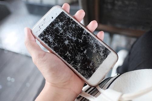 broken screen repair at Qwireless